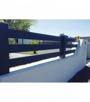 Clôturesur mesure en aluminium ajourée avec 3 lames horizontales