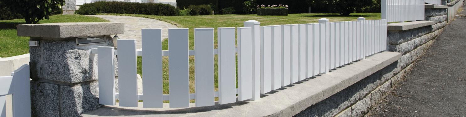 Clôture PVC ajourée sur mesure   LMC Ouvertures