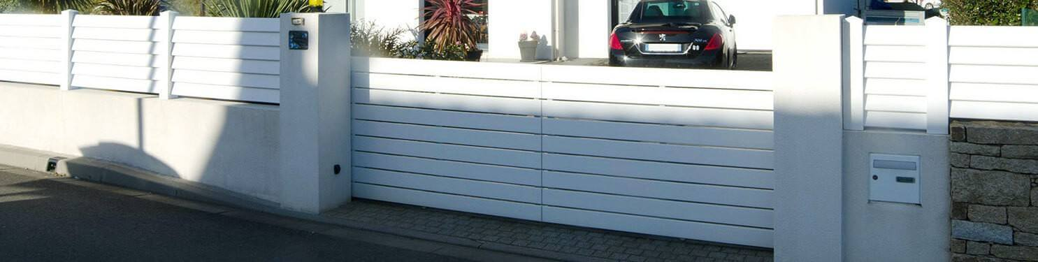Portail PVC coulissant sur mesure | LMC Ouvertures