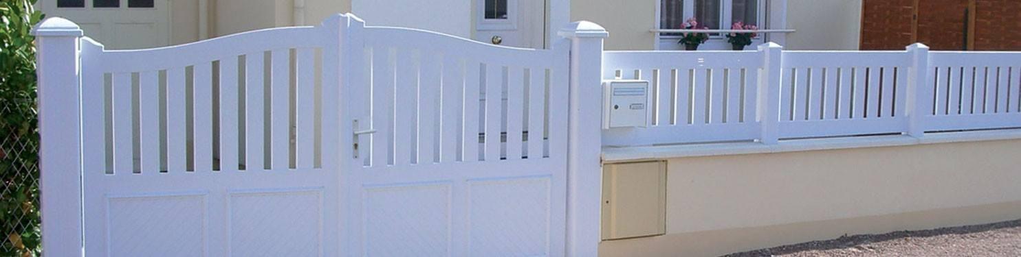 Portail PVC traditionnel sur mesure |LMC Ouvertures