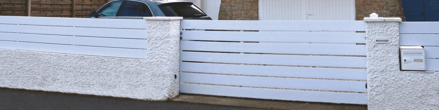 Portail PVC coulissant moderne sur mesure | LMC Ouvertures