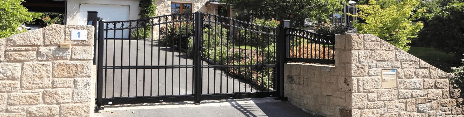 Portail Aluminium style Fer Forgé sur mesure | LMC Ouvertures