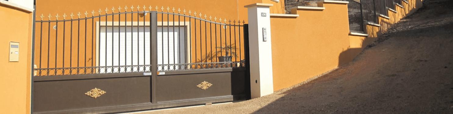 Portail aluminium coulissant Tradition style fer forgé   LMC Ouvertures