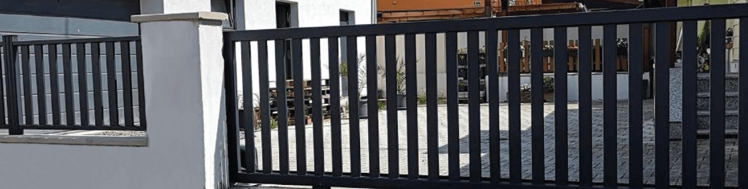 Portail coulissant aluminium Design sur mesure | LMC Ouvertures